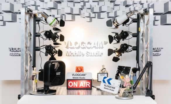 VLOGCAM(TM) MOBILE STUDIO